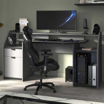 Schreibtisch-Gaming mit LED-Streifen