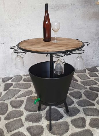 Tisch mit Marseille-Kühlkübel